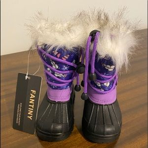 New child's' snow boots. Size 22